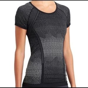 Athleta Fastest Track Tee Shirt Top Active Dots S